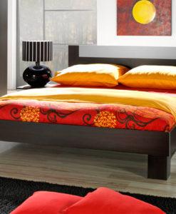 Manželská postel s nočními stolky Veria we